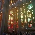 巴塞隆納一定要參拜的高第遺作聖家堂,玻璃藝術真的精湛!.jpg