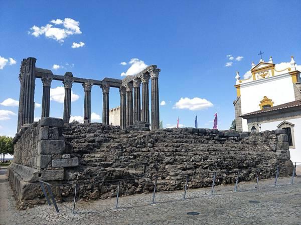 艾佛拉的羅馬神廟 Templo Romano Évora.jpg