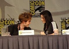 Another-year-another-Comic-con-Kristen-Stewart-Robert-Pattinson-plus-location-Summit-booth.jpg
