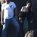 kristen-stewart-snow-white-set-09292011-11.jpg