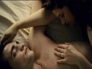 bella_edward_breaking_dawn_sex_scene_1_400x300