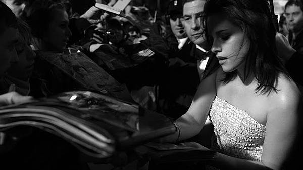 BAFTA-with-Kristen-Stewart-by-Greg-Williams-007