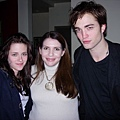 stephenie-meyer-with-the-cast-stephenie-meyer-798544_400_3001.jpg