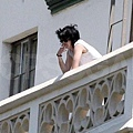 Robsten on balcony_02.jpg