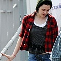 gallery_enlarged-kristen-stewart-eclipse-set-2-08192009-01.jpg