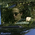 gallery_enlarged-robert-pattinson-arrives-eclipse-set-08272009-01.jpg