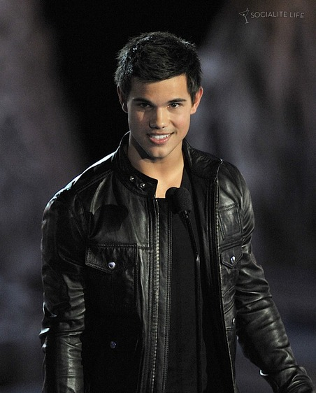 gallery_main-taylor-lautner-scream-2009-spike-tv-10182009-04.jpg
