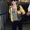 gallery_enlarged-kristen-stewart-studio-lax-10312009-15.jpg