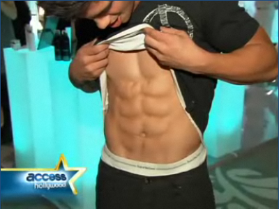 taylor-lautner-abs.png