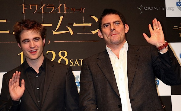 gallery_enlarged-robert-pattinson-tokyo-new-moon-photocall-photos-11032009-10.jpg