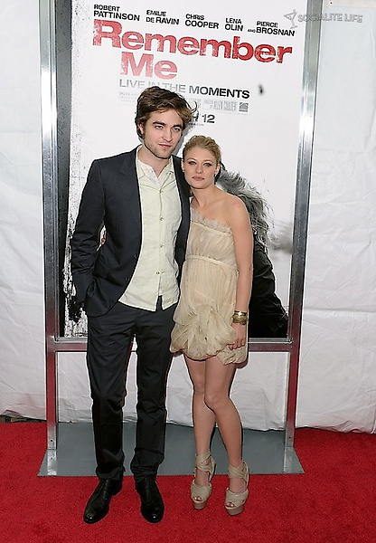 gallery_main-robert-pattinson-remember-me-premiere-photos-03012010-02.jpg
