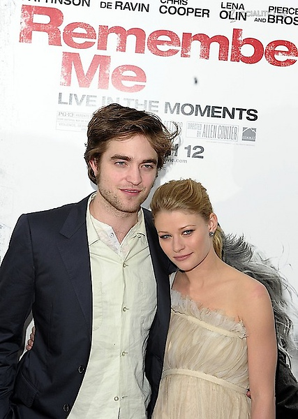 gallery_main-robert-pattinson-remember-me-premiere-photos-03012010-04.jpg
