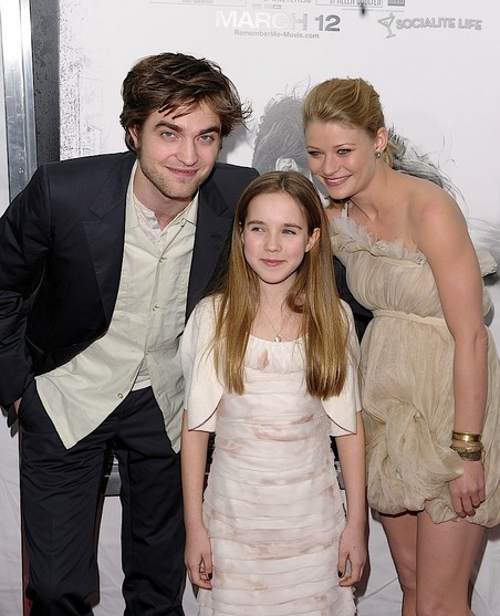 gallery_main-robert-pattinson-remember-me-premiere-photos-03012010-05.jpg