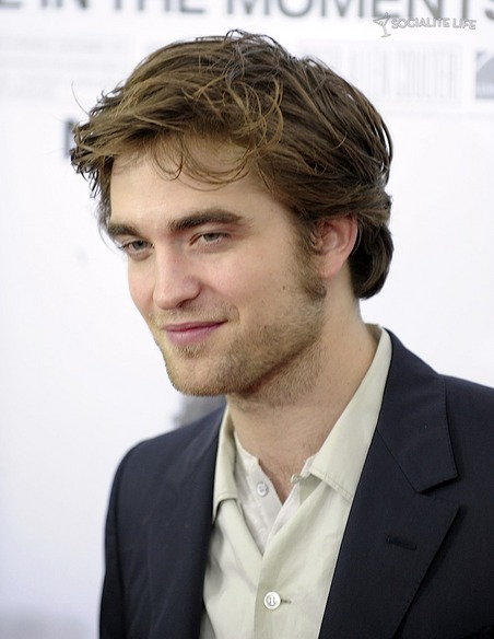 gallery_main-robert-pattinson-remember-me-premiere-photos-03012010-07.jpg