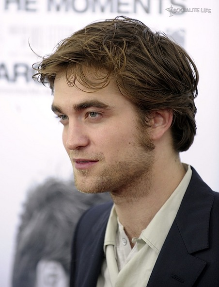 gallery_main-robert-pattinson-remember-me-premiere-photos-03012010-08.jpg