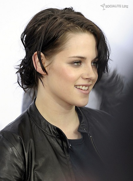 gallery_main-kristen-stewart-remember-me-premiere-3-photos-03012010-01.jpg
