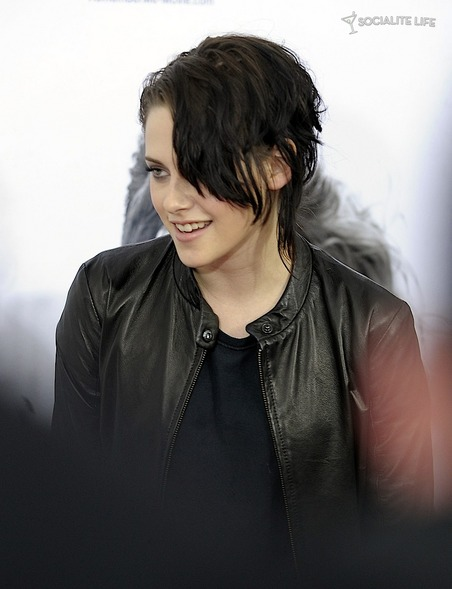 gallery_main-kristen-stewart-remember-me-premiere-3-photos-03012010-02.jpg