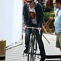 RobertPattinsononahipsterbike.jpg