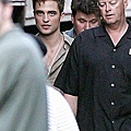 gallery_enlarged-robert-pattinson-w.jpg