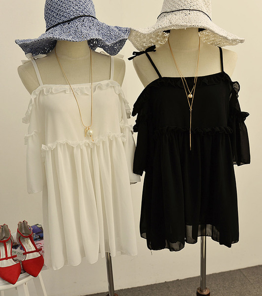 夏季甜美純色木耳邊性感吊帶露肩寬松顯瘦兩層雪紡連衣裙女.jpg