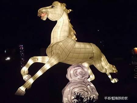 八駿-白馬奔騰.jpg