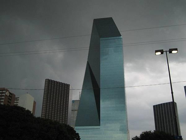 一直很想拍的建築  像科幻片