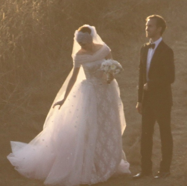「安海瑟薇婚紗」的圖片搜尋結果