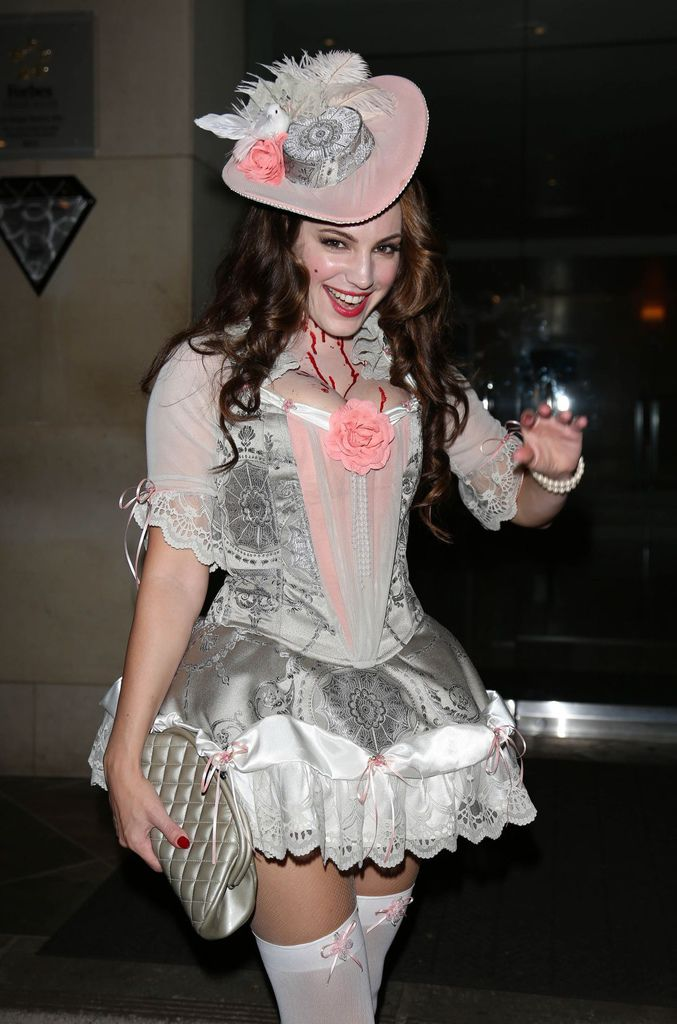 kelly-brook-as-marie-antoinette-at-casamigos-halloween-party-in-beverly-hills_2