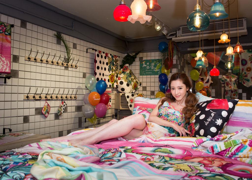甜蜜女星楊可涵繽紛展演歐沐樂Desigual萬花筒洋裝