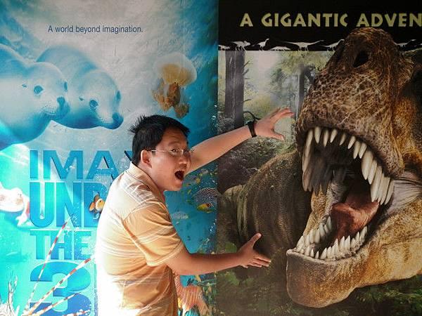 去科工館看恐龍展,又耍寶