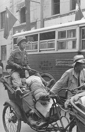 《相片註》:19490524上海金改後,KMT士兵『包袱啊款款耶』正逃離上海...