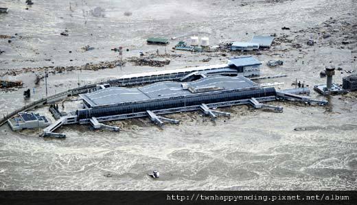 110311強震後日本海嘯.jpg