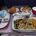 第一天的機上餐.JPG