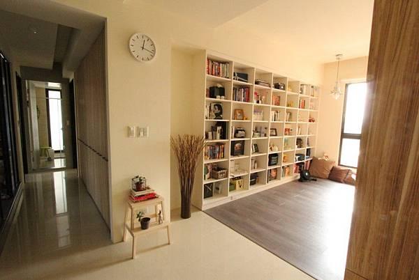 書房裏,可能剛好有你喜歡的幾本書。
