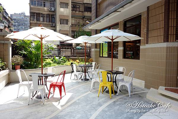 hotcake cafe-04.jpg