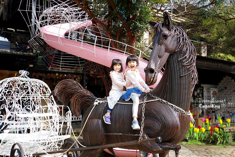 台中大坑紙箱王創意園區夢幻粉紅旋轉溜滑梯黑馬和南瓜馬車
