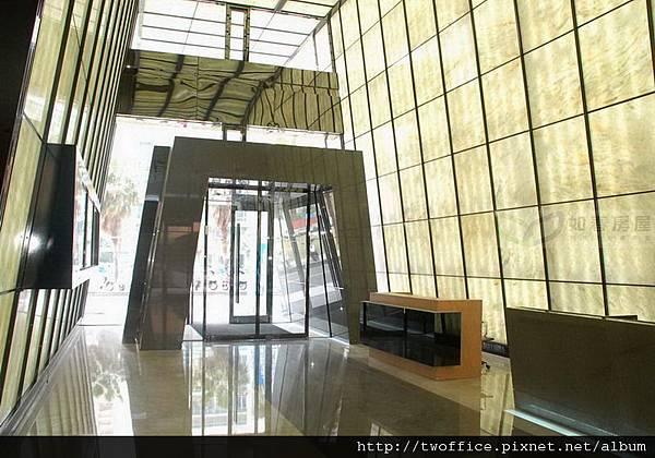 1F挑高大廳及接待櫃台