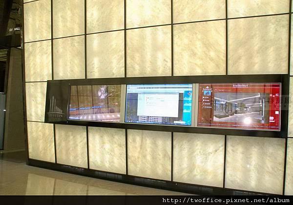 公告訊息的電視牆