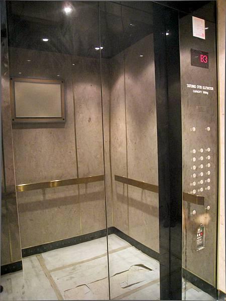 電梯內部裝潢
