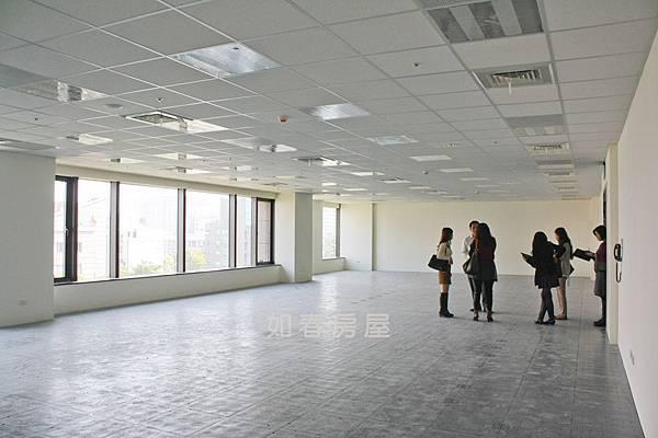 樑下天花板3.1m