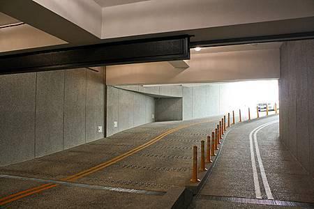 汽機車停車場車道.jpg