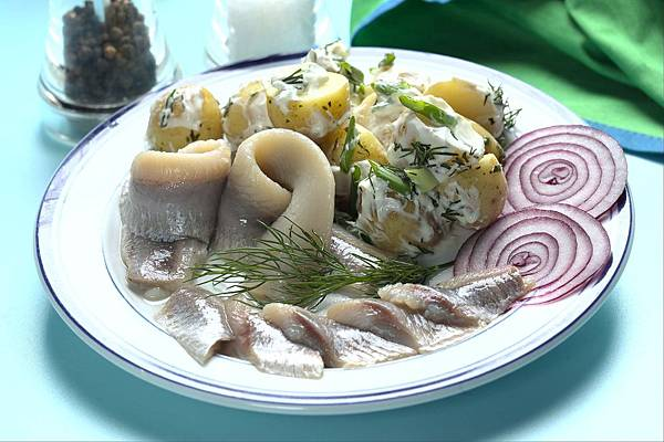 Dill%20herring%20with%20hot%20potato.jpg