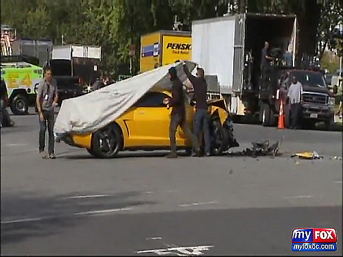 FOX 5_ RAW - Autobot Bumblebee Hits DC Police SUV at Transformers Filming in D.C._(480p)[(001652)01-17-37].jpg