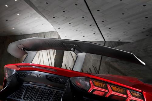 Lamborghini_Aventador_LP_750-4_SV_12