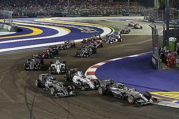 Thrilling race action at the first three turns of the Marina Bay Street Circuit
