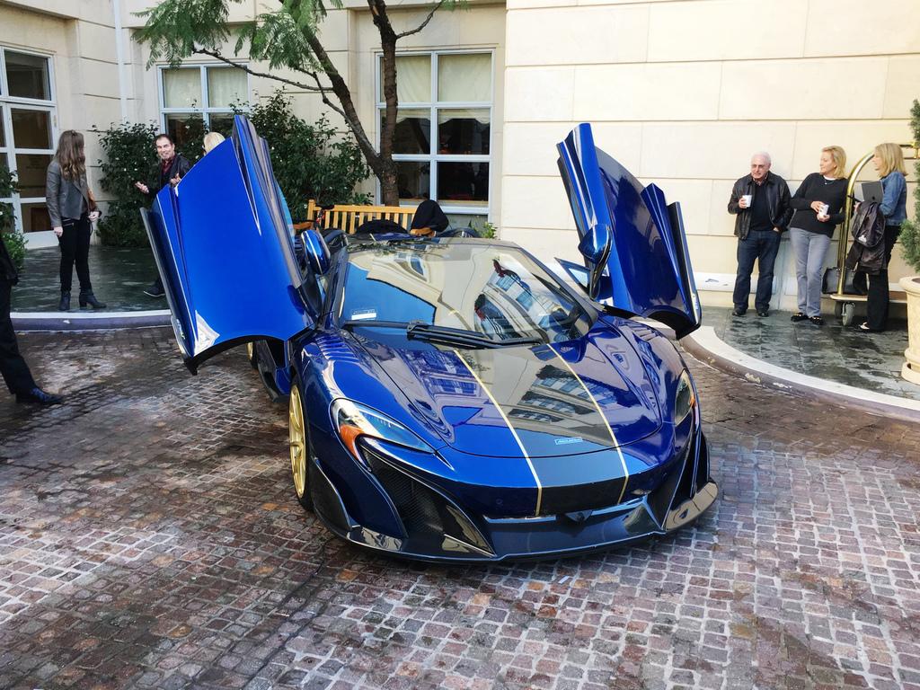 2017-McLaren675LTSpyderCarbon-17