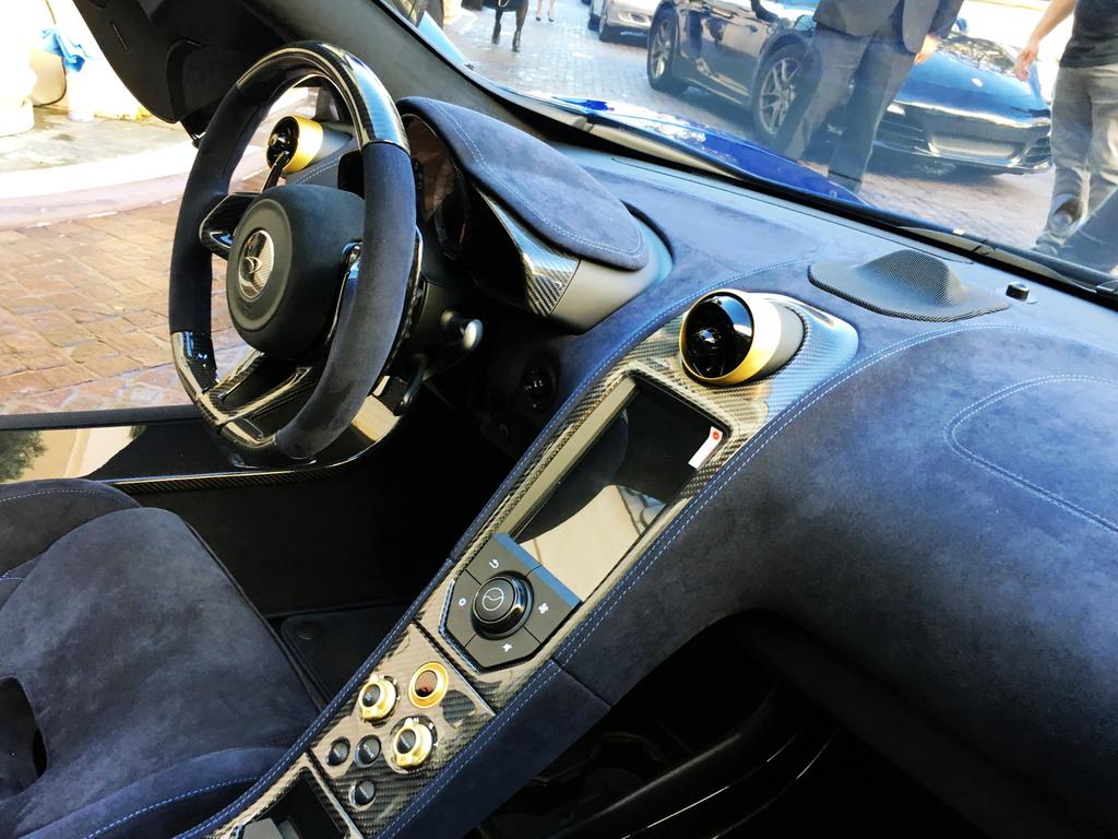 2017-McLaren675LTSpyderCarbon-22