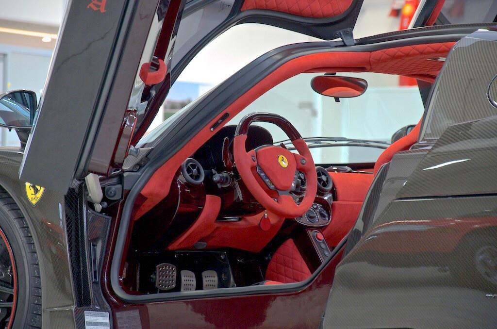 Ferrari-Enzo-15