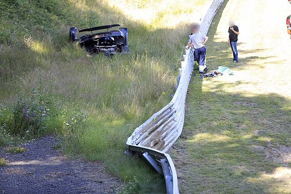 Koenigsegg-One1-Crash-007