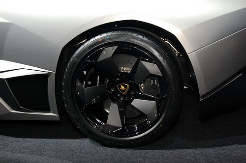 lamboghini-reventon-roadster-revealed-in-taiwan_12.jpg